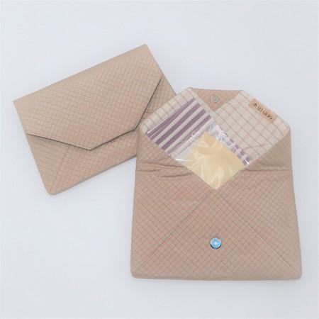 大島紬の数寄屋袋(格子柄)